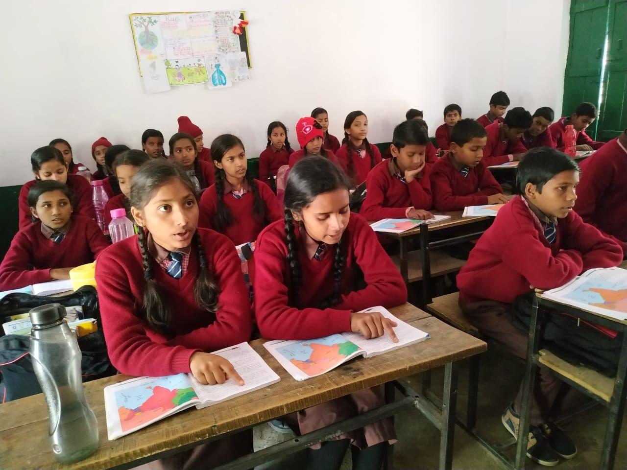 इस स्कूल में प्रधानाध्यापक अभिभावकों से भरवाते हैं शपथ पत्र