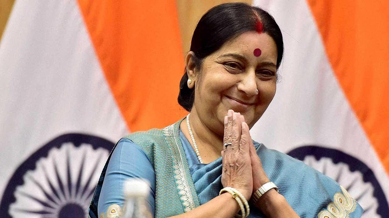 एक और भारतीय परिवार की  मदद को आई सुषमा स्वराज,  मलेशिया में छुट्टी के बावजूद खुलवाया भारतीय दूतावास