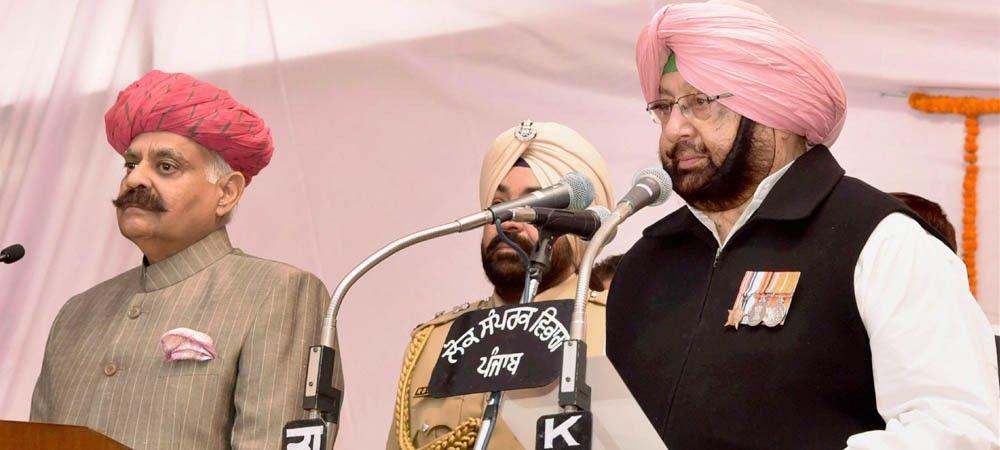 अमरिंदर सिंह ने पंजाब के मुख्यमंत्री पद की शपथ ली, नवजोत सिंह सिद्धू बने कैबिनेट मंत्री