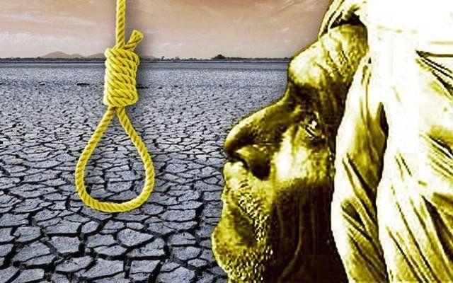 किसान के बेटे ने पेड़ से लटककर आत्महत्या की, शव को पोस्टमार्टम के लिए खटोली पर ले गए